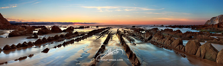 Playa Barrika con Flyisch Bizkaia