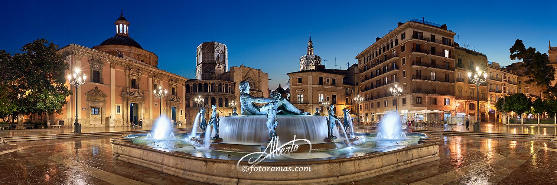 Vista Nocturna Plaza de la Virgen de Valencia