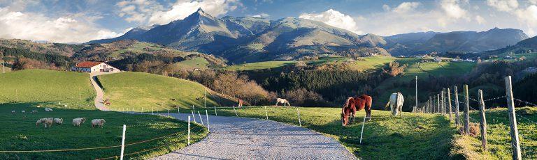 Monte Txindoki y Caballos en el Goierri Gipuzkoa
