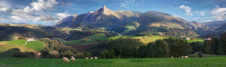 Monte Txindoki y Ovejas Goierri Gipuzkoa
