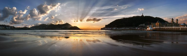 Puesta de Sol en Playa de la Concha Donostia San Sebastian