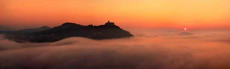 Puesta de Sol en Monte Igeldo sobre la Niebla