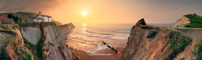 Puesta de Sol en la Playa de Itzurun Zumaia Gipuzkoa