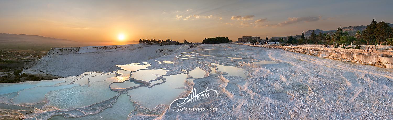 Puesta de Sol en la Terrazas Naturales de Pamukale en Turquia