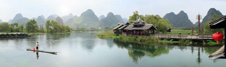 Hombre Pescando en Shangri La Yangshuo China