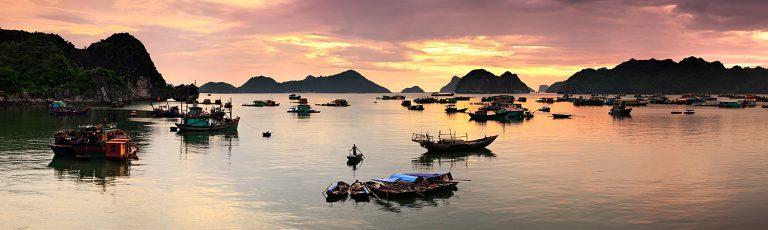 Puesta de Sol y Barcas en la Bahia de Ha Long Vietnam