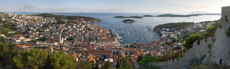 Vista Aerea de Hvar desde el Castillo en Croacia