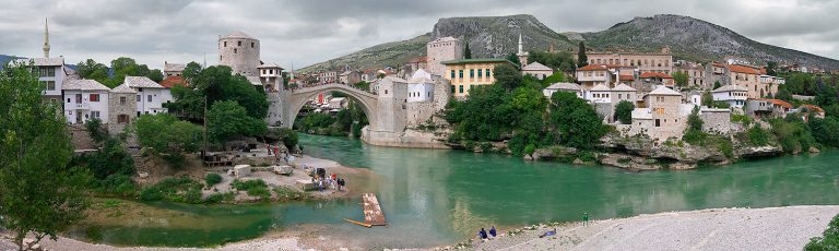 Vista del Old Bridge en Mostar Bosnia