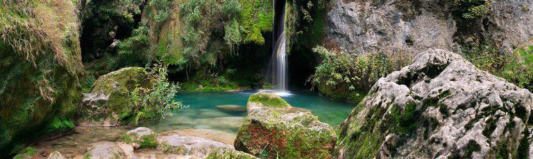 Nacedero del Rio Urederra en la sierra de Urbasa Navarra