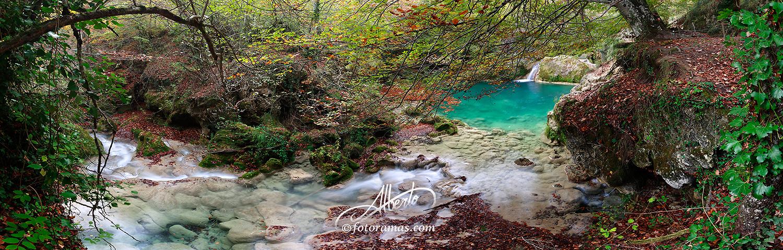 Pozas Color Turquesa en Rio Urederra Sierra Urbasa Navarra