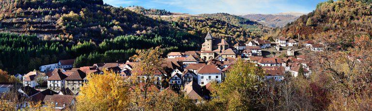 Pueblo de Otxagabia en la Selva de Irati Navarra